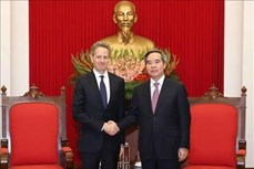 越共中央经济部部长阮文平会见美企领导
