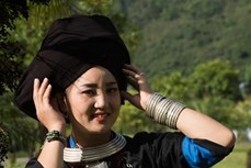 Duyên dáng trang phục dân tộc Dao Khâu