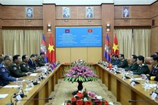国防部部长吴春历与柬埔寨国防部部长迪班举行会谈