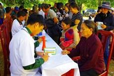 Khám bệnh, phát thuốc miễn phí cho đồng bào dân tộc thiểu số vùng biên giới ở Đắk Nông
