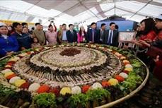 Hòa Bình lập Kỷ lục mâm cỗ lá đặc sắc nhất Việt Nam
