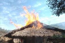 Cháy nhà gỗ vì đốt lửa sưởi ấm ở Điện Biên