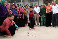 Độc đáo trò chơi tó má lẹ của người Thái
