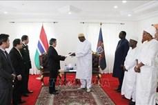 越南驻冈比亚大使范国柱向冈比亚总统递交国书