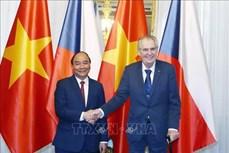 越南政府总理阮春福会见捷克总统泽曼