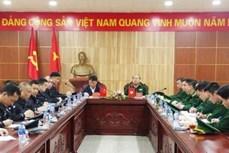 谅山省边防部队向中国职能力量移交疑似与高科技犯罪有关的赃物