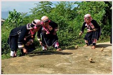 Hấp dẫn trò chơi Đọ lo thé của người Hà Nhì