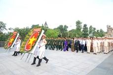 南方解放、国家统一44周年:胡志明市领导上香缅怀英雄烈士