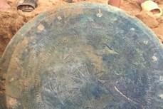 Mời chuyên gia nghiên cứu, giám định trống đồng cổ mới được phát hiện tại Lào Cai