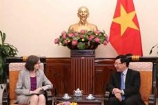 越南政府副总理兼外交部长范平明会见加拿大驻越特命全权大使