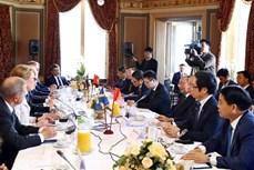 越南政府总理阮春福会见瑞典一流代表团领导