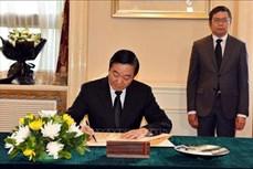 中国全国政协副主席刘奇葆前往越南驻中国大使馆吊唁原越南国家主席黎德英
