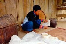 Kỹ thuật làm giấy dó của người Mông, người Dao