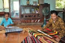 Người dệt thổ cẩm ở Bình Phước chưa thể sống được từ nghề