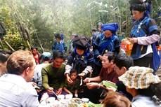 Độc đáo nghi lễ tảo mộ của người Hà Nhì