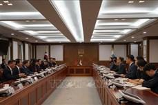 越南公安部长苏林与韩国大检察厅检察总长文武一举行会谈