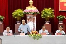 阮春福总理主持经济社会小组与九龙江三角洲各地方会议