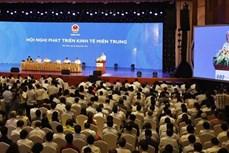 越南政府总理阮春福:使中部重点经济区成为发展动力