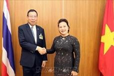 越南国会主席阮氏金银会见泰国国会上议院议长蓬佩