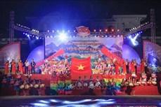 Người Mông ở Điện Biên nô nức xuống phố vui Tết Độc lập