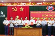 越南海警与广平省渔民并肩同行