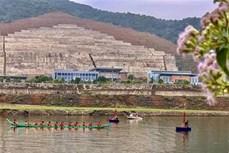 Khai hội đua thuyền đuôi én lần thứ 6 tại Mường Lay (Điện Biên)