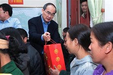 Bí thư Thành ủy Thành phố Hồ Chí Minh Nguyễn Thiện Nhân thăm, tặng quà các đối tượng chính sách, người nghèo tỉnh Bắc Kạn
