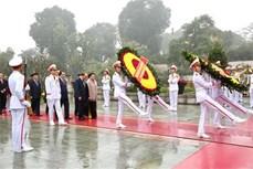 越南党和国家领导人拜谒胡志明主席陵