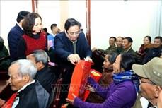 Trưởng ban Tổ chức Trung ương Phạm Minh Chính trao quà Tết tặng hộ nghèo, gia đình chính sách tại Điện Biên