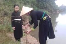 广宁省岱族同胞新年取水的美俗