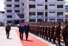 越南公安部长苏林访问老挝期间与旅老越侨会面