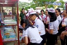 Hiệu quả mô hình Tủ sách thanh niên nâng bước em tới trường ở Quảng Ngãi