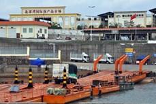 广宁省卡龙边境河临时浮桥恢复通车
