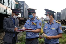 Dịch COVID-19: Bộ Giao thông Vận tải khuyến cáo phải đeo khẩu trang tại các cảng hàng không, bến tàu xe