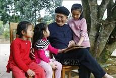 Nghệ nhân Lương Long Vân 93 tuổi vẫn miệt mài nghiên cứu văn hóa Tày