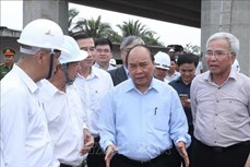 阮春福亲自对忠良—美顺高速公路施工进度进行检查