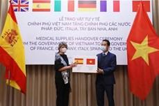 越南向部分欧洲国家移交防疫物资