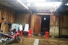 Lốc xoáy khiến nhiều nhà dân ở huyện Hương Khê bị tốc mái