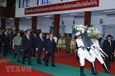 越南领导人就原老挝政府总理西沙瓦·乔本潘大将逝世向老挝领导人致唁电