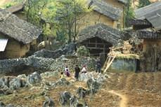 Đặc sắc nhà trình tường của đồng bào Mông