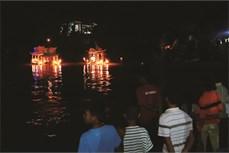 Đặc sắc lễ hội thả đèn nước