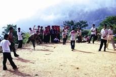 Người Mông chơi Tù Lu