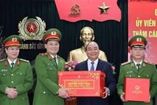 阮春福总理视察部分人民公安单位的执勤备战工作
