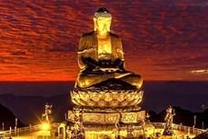 """老街省一尊阿弥陀佛铜像创下""""坐落在亚洲最高处的佛像""""纪录"""