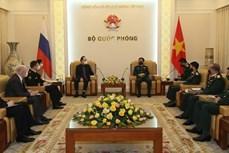 越南国防部长潘文江会见俄罗斯驻越大使根纳季·贝兹德科