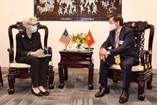第76届联合国大会:越南外交部长裴青山举行双边会晤 副部长邓黄江出席全球治理小组第14次部长级会议