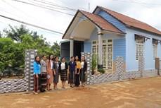 """Hiệu quả từ mô hình """"Phụ nữ giúp nhau xây nhà đẹp"""" ở Nau Sri"""