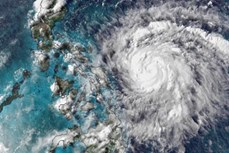 """台风""""莫拉菲""""将登陆吕宋岛南部 近1800菲律宾人被紧急疏散"""