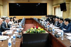 越南卫生部长会见美国疾病控制与预防中心驻东南亚办公室主任麦克阿瑟
