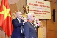 越南—意大利友好议员小组主席荣获意大利功绩勋章